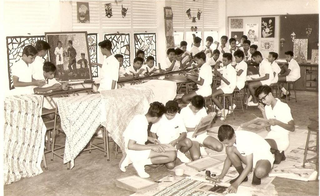 Arts Class  1964 Ms Chen Moi Moi